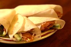 用专门的烤鸭饼,感受传统的北京吃法